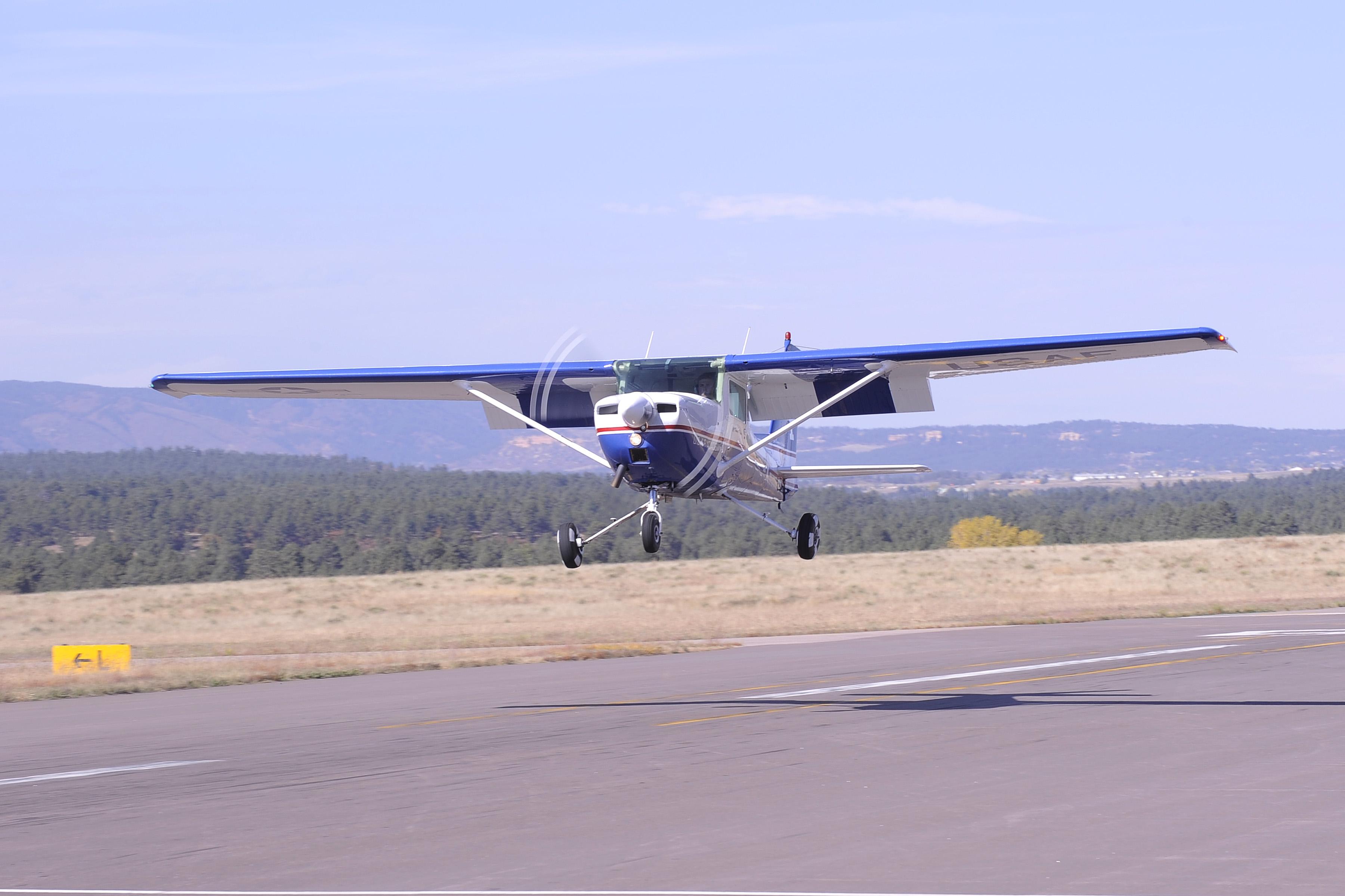 A Cessna 172 lands safely!